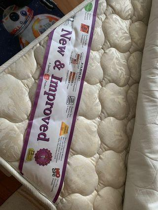 🚚 Queen size mattress only (Sime Darby)