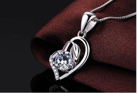 🚚 S925 Silver Love Swarovski Crystal Elements Necklace