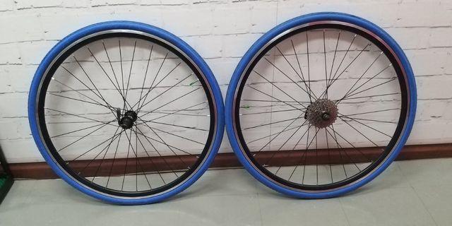 700C 8 speed wheel set