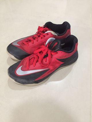 🚚 nike sneakers 籃球鞋 穿搭也好看 有破損 便宜賣 us10