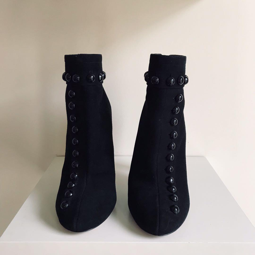 $1000 ALAÏA Button-embellished suede ankle boots size 36 / 6
