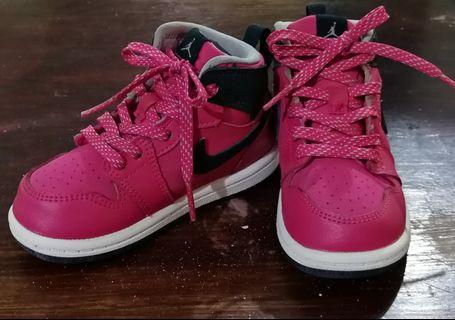 Black and pink jordan shoes with socks