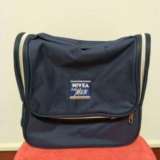 🚚 NIVEA妮維雅 藍色收納包 旅行包 盥洗包(一個拉鍊無法使用)