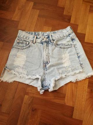 🚚 Pull&Bear Hi-rise Ripped Denim Shorts