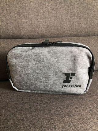 Toiletries bag with hook - fitness first