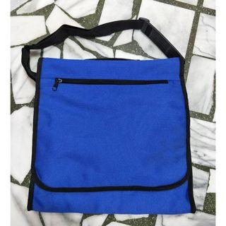 焦點亮藍色窄型收納手提包 側背包 旅行包 收納包-新品