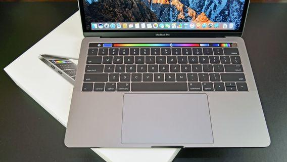 🚚 Macbook Pro 2017 with Touch Bar (2017)