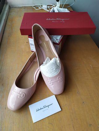 🚚 出清!Salvatore Ferragamo裸粉色漆皮芭蕾平底鞋