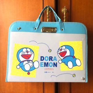 全新正版授權DORAEMON哆啦A夢多功能畫板袋 手提畫板收納袋 收藏袋 美術用具 繪畫用品~可背 可提 可收納方便寫生