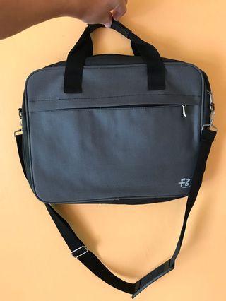 🚚 Laptop Bag (good condition)