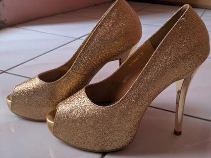 Gold Heels Victoria