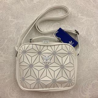 [AUTHENTIC] BNWT Adidas 3D Airliner Sling Bag (white)