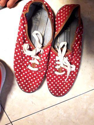 Sepatu Keds Merah