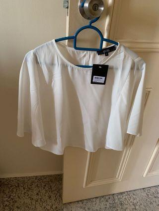🚚 White flare sleeve crop top