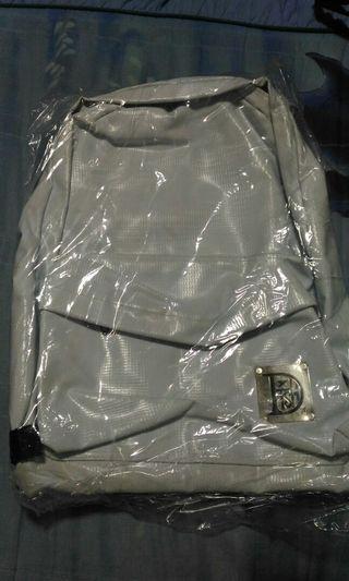 黑色全新42 33的包包後背包