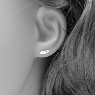 S925銀純銀率性女孩簡約羽毛防過敏耳環