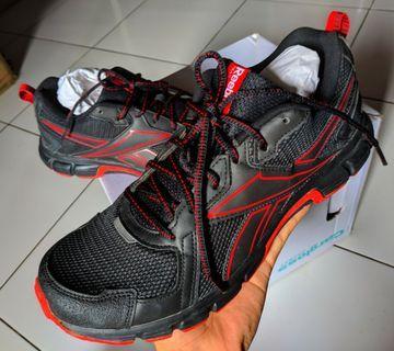 Sepatu Lari Pria Rebook Size 44 Original 100% Fullset.