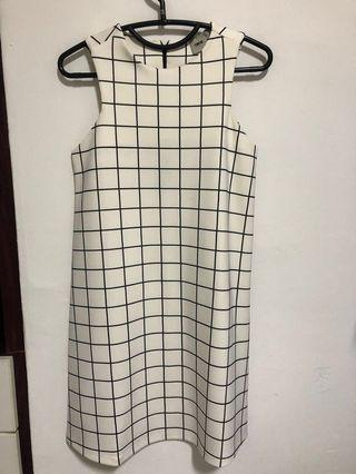 🚚 ASOS white dress in UK4 XXS