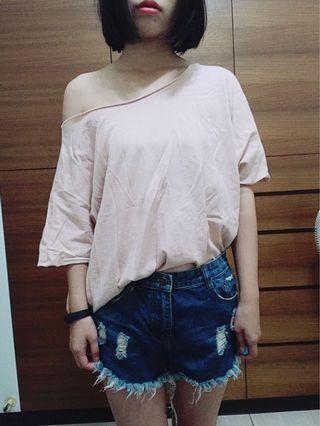 🚚 斜肩 淡粉色 寬鬆不規則T-shirt