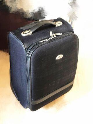 "Pierre Cardin luggage 20"" 行李箱"