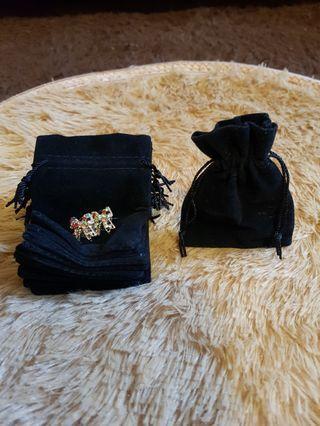 🚚 🌟 Black velvet accessory pouch🌟