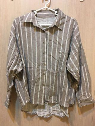 灰色直條紋襯衫