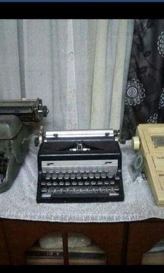 typewriter antique (black)