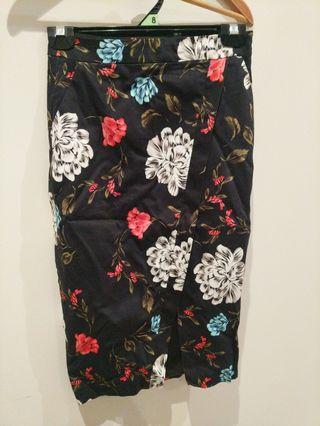 Portman's floral skirt size 6
