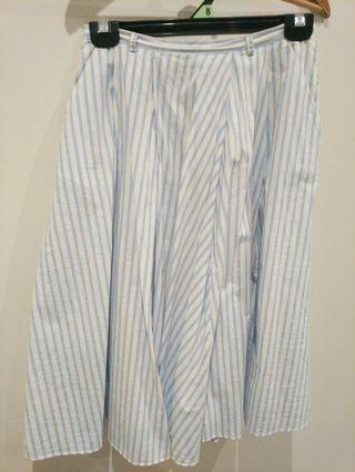 Forever New size 6 blue and white skirt with pockets!!!