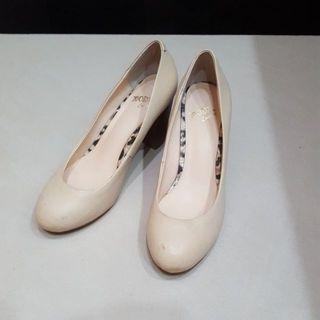 🚚 MODA Luxury 粗跟鞋