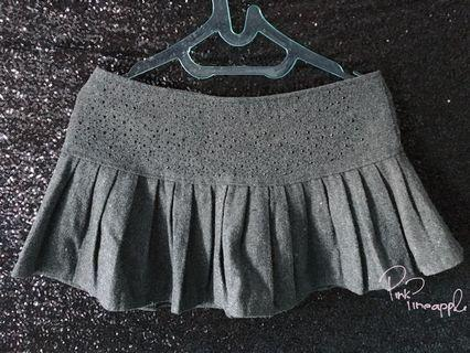 Pleated Dark grey short skirt with payet