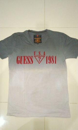 Kaos Guess 1981 Size M Abu-abu