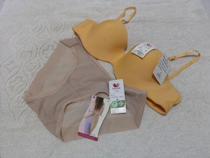 WACOAL Bra and Panty Bundle