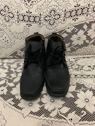 Sepatu cowo - yongki