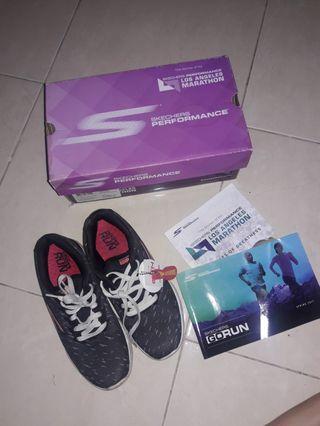 Sepatu Skechers navy