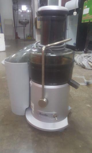 One Breville juice machine without blade only rm100 to let go