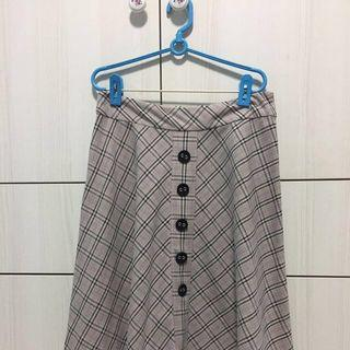 🚚 Knee Length Classic Chequered Skirt