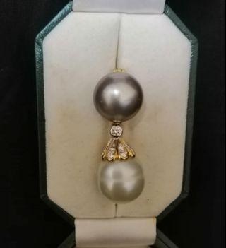 A designer pearls pendant with 18k solid gold & diamonds.