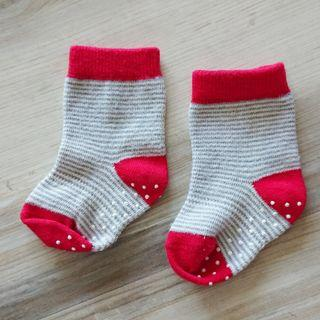 Uniqlo baby socks - stripes (for 9- 12cm)