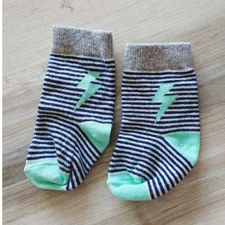 Uniqlo baby socks - lightning (for 9-12cm)