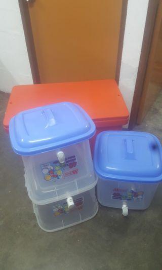 Big Icebox and drink tupperware