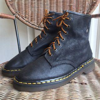 Dr. Martens 7-hole Suede Made in England