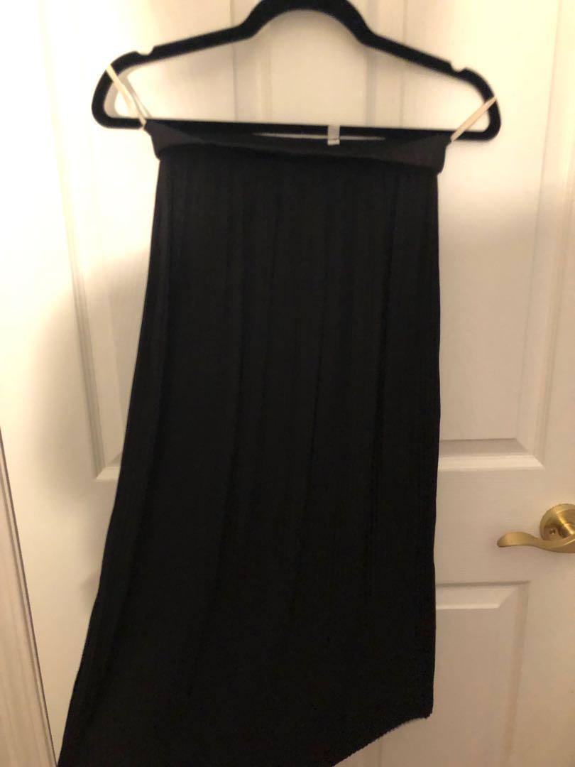 Aritzia Wilfred Celesse Midi Pleated Skirt in BLACK