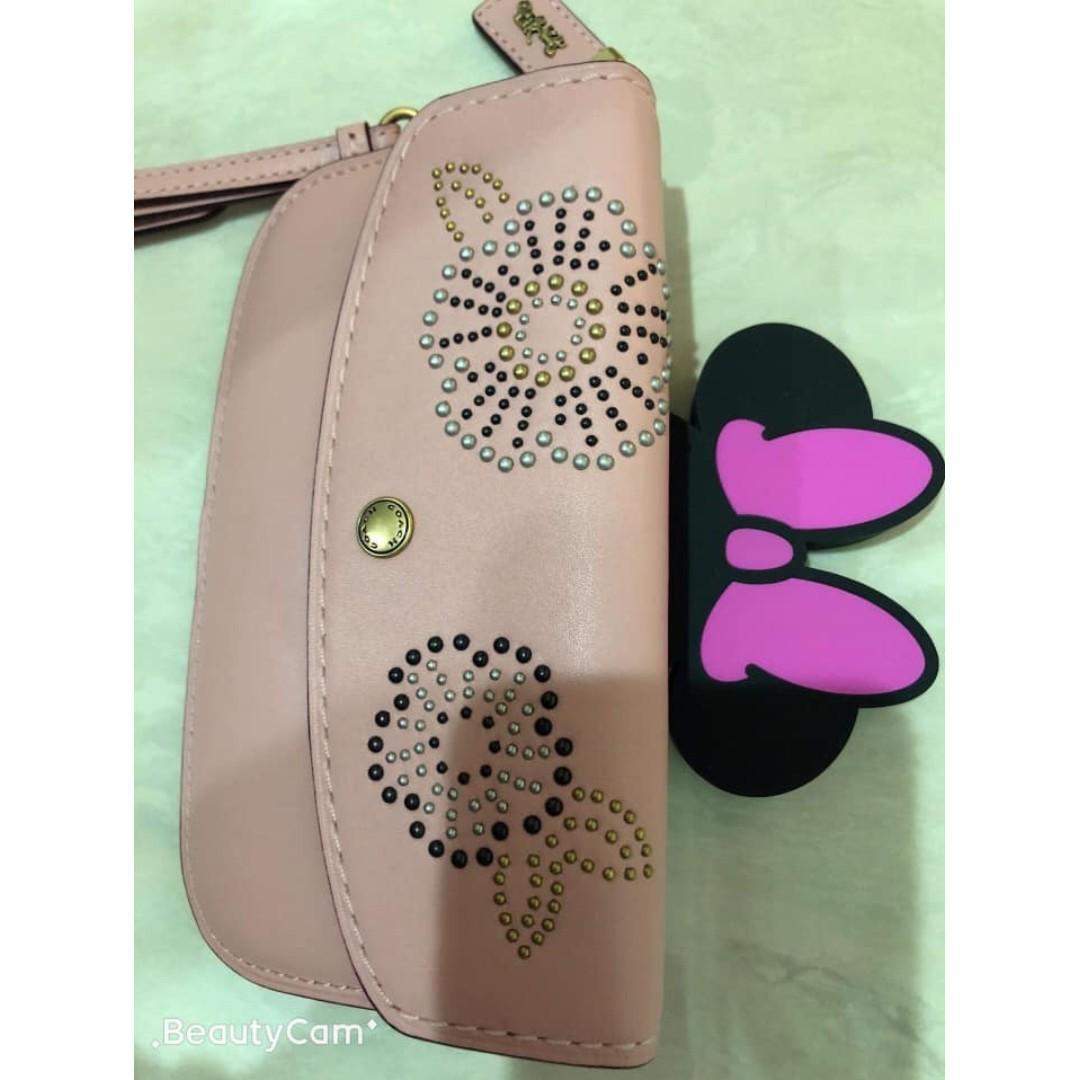 Cocah專櫃款粉色卯釘手拿包