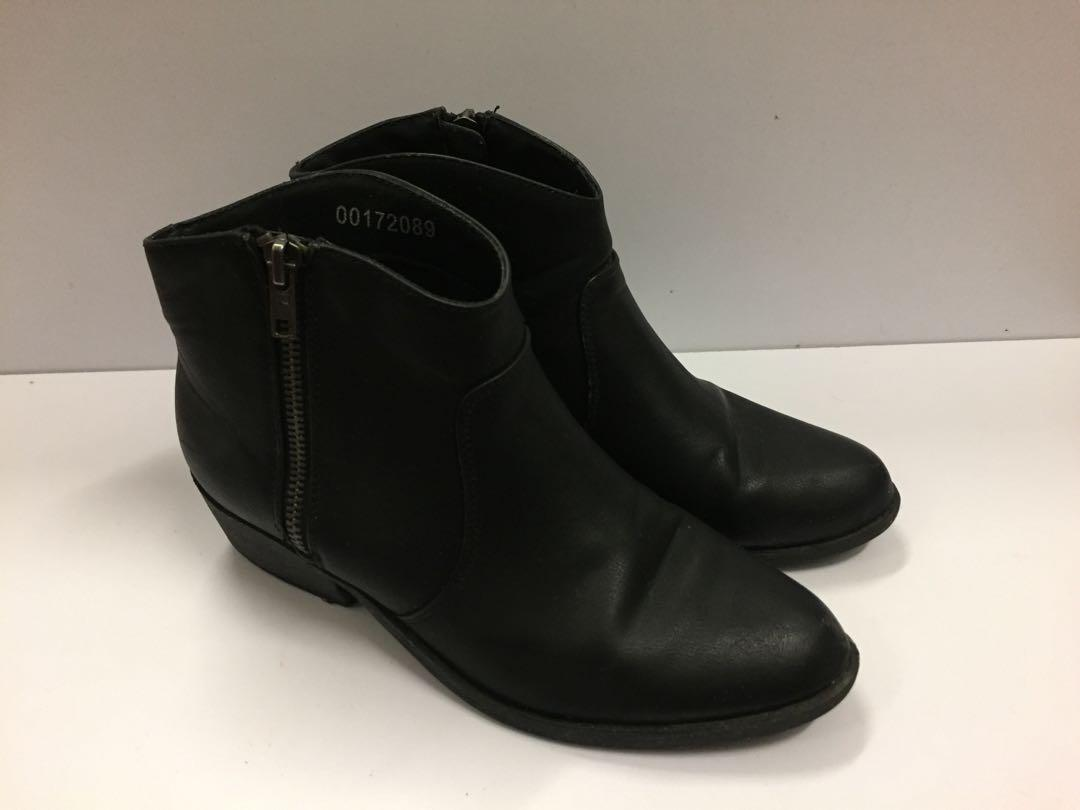 Forever 21  black Chelsea boots 黑色短靴