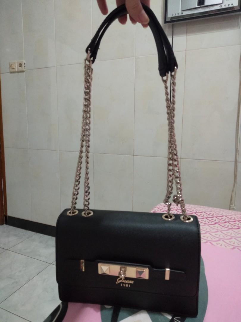 Guess slingbag