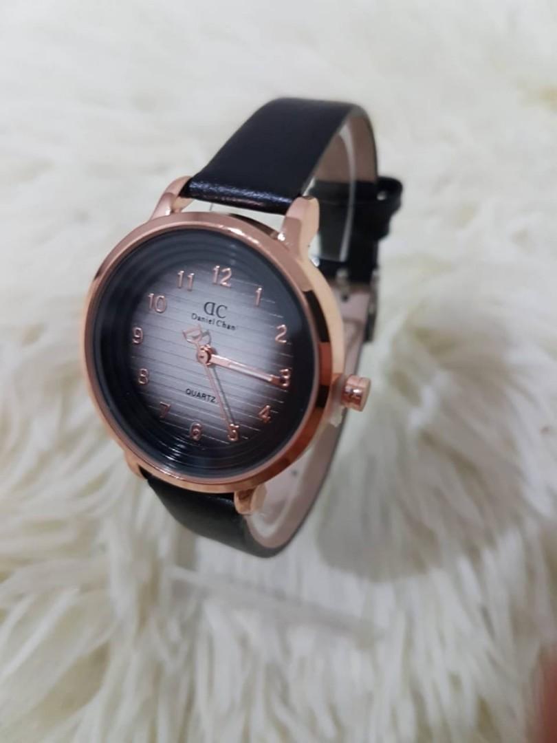 Jam tangan LEXI DC WATER  Tali kulit tahan air plat timbul diameter 4cm 0.15kg