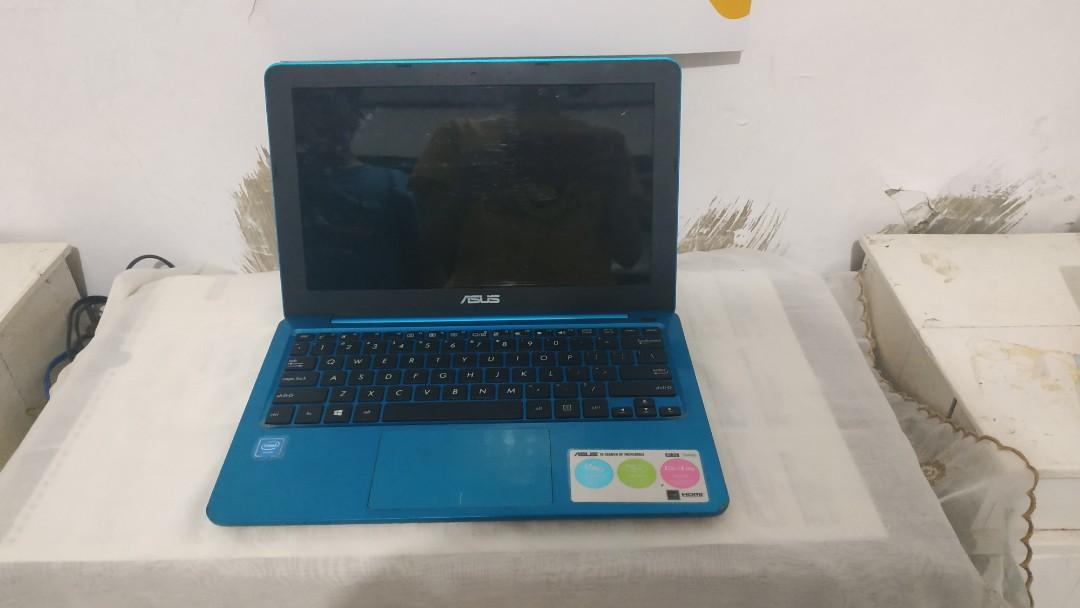 Laptop Asus Eeebook E202s Tosca