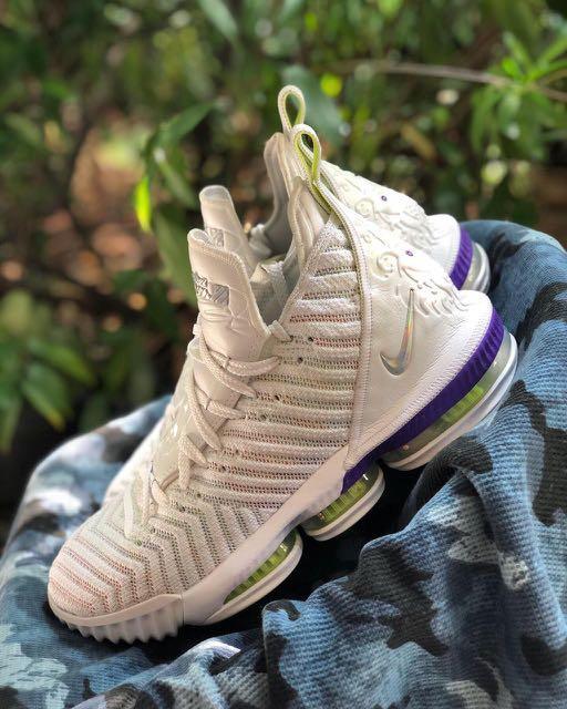 Nike Lebron XIV (buzz lightyear)size 44