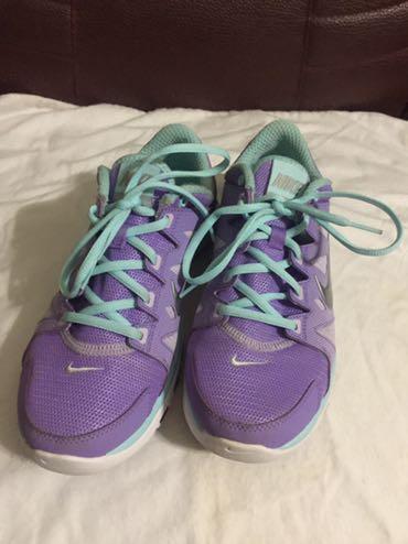 Nike Training 超輕量慢跑鞋